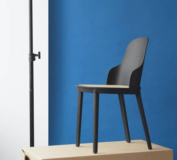Bilde av Allez Chair - Black /Wicker Seat